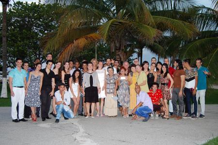 Gruppenfoto der Hochzeitsgaeste, Havanna, Kuba