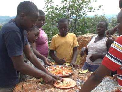 Essen auf dem Berg Mkimbizi