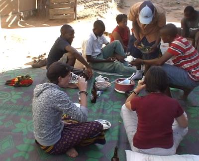 Essen vor dem Haus in Iringa