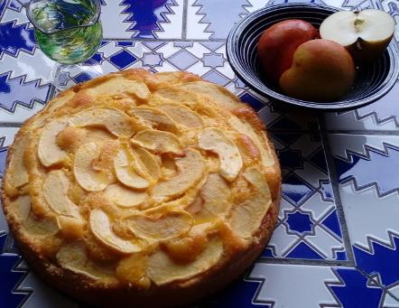 Marokkanischer Apfelkuchen mit Orangensirup