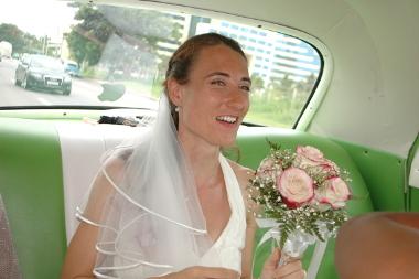 Braut im Oldtimer, Havanna, Kuba