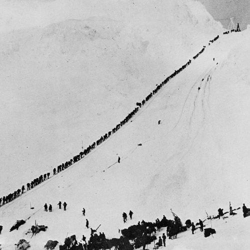 Goldgräber überqueren den Chilkoot Pass