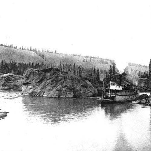 Dampfschiff durchfährt die Five Finger Rapids, Yukon River 1898