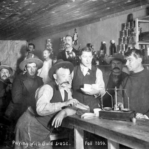 Goldgräber bezahlen mit Goldstaub, Herbst 1899