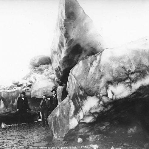 Eisberge am Ufer des Yukons, 1899