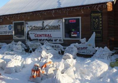 Futtersäcke ( food bags) in Central, Yukon Quest