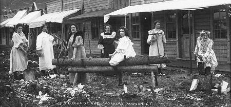 """Prostituierte auf der """"Paradise Alley"""" in Dawson"""