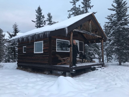 Cabin am Lake Laberge