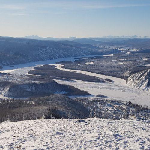 Blick auf Dawson am Zusammenfluss von Klondike und Yukon River
