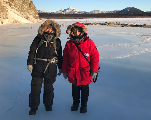 Yasmin und Elke auf dem Yukon