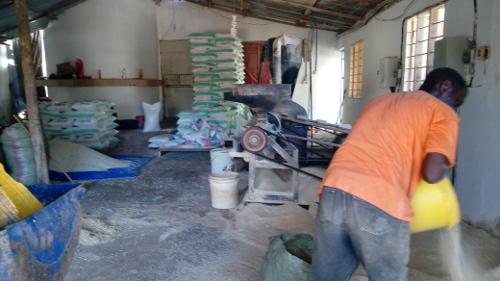 Dar es Salaam, Eazy kauft Tierfutter